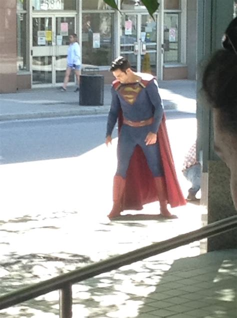 New Behind-The-Scenes SUPERGIRL Season 2 Pics Give Us