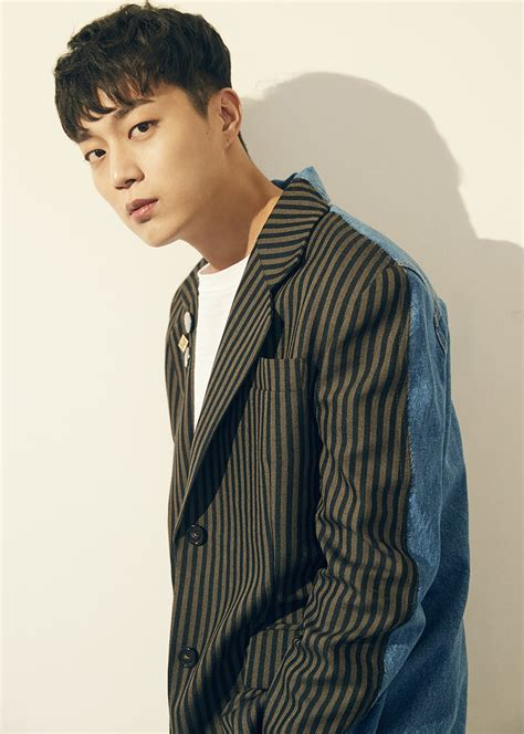 """Yoon Doo Joon Reprises His Role For Third Season Of """"Let's"""